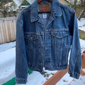 Levi's Standard trucker jean jacket  size s